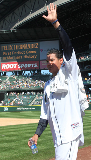 Congratulate King Felix with a comment